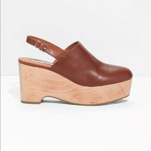 & other stories Size 6 brown wooden wedge